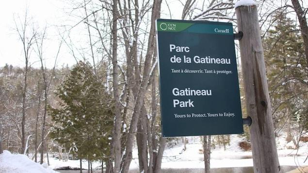 Une affiche du parc de la Gatineau