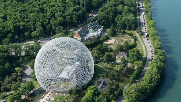 Le parc Jean-Drapeau et sa Biosphère (vus des airs).