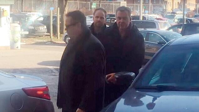 Pascal Desgagnés arrive à un poste de police de la Ville de Québec.