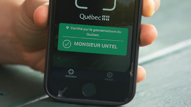 Une application électronique indique que «Monsieur Untel» a été vacciné.