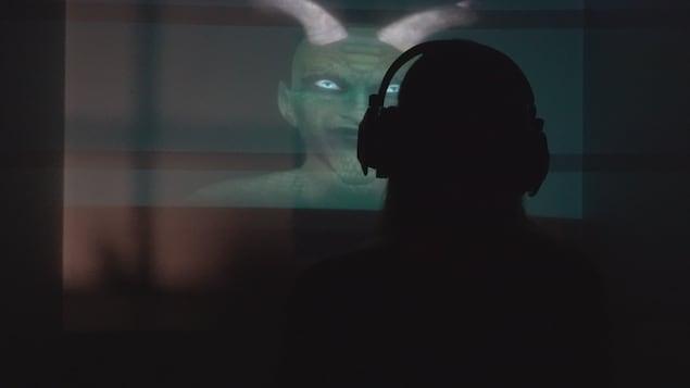 Une patiente durant la thérapie par avatar