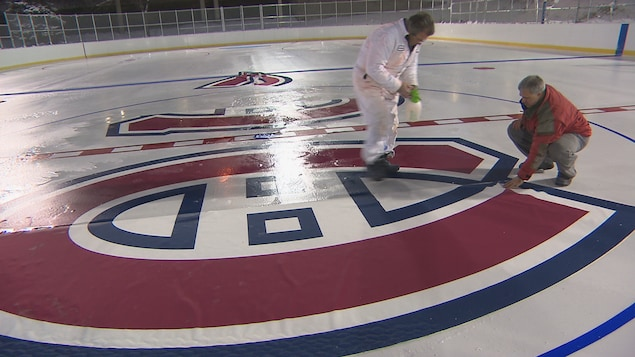La patinoire Bleu Blanc Bouge de la Fondation des Canadiens pour l'enfance.