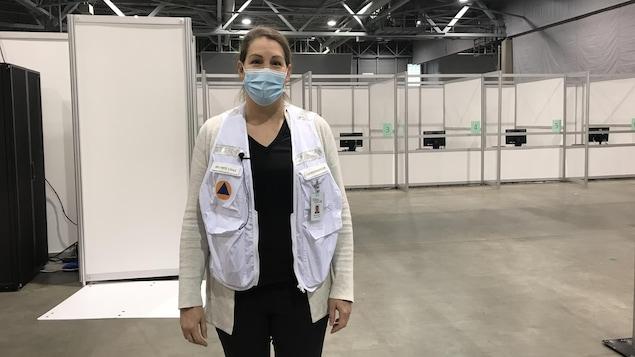 Patricia McKinnon dans la nouvelle clinique de vaccination.
