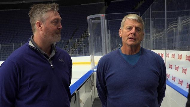 Les anciens gardiens de but de la LNH Patrick Roy et Daniel Bouchard, en entrevue au Centre Vidéotron