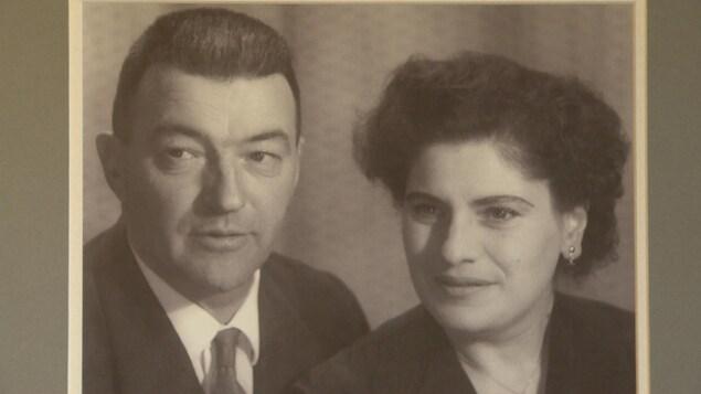 Photo en noir et blanc de Paul-Émile Maisonneuve et Lilian Lever