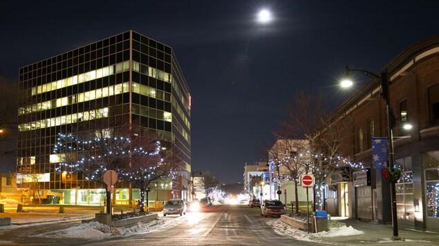 Le centre-ville du Grand Sudbury, la nuit