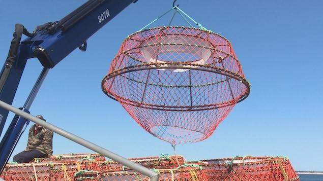 Derniers préparatifs en vue du début de la saison de pêche au crabe.