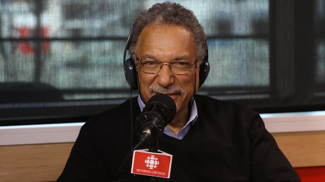 Le biologiste Daniel Pauly en studio à Radio-Canada.
