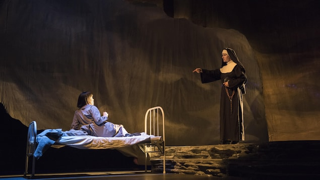 Les actrices Cheyenne Scott et Trish Lindström dans la comédie musicale « Children of God ».