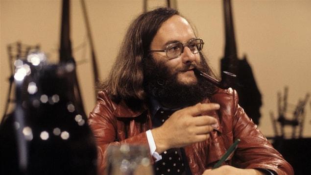 L'auteur québécois Victor-Levy Beaulieu à l'émission « Le théâtre à la télévision » en 1977.