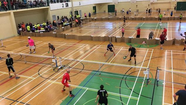 Plus de 400 joueurs de pickleball se sont réunis au centre sportif de l'Université du Québec à Trois-Rivières (UQTR) ce week-end pour un tournoi provincial.