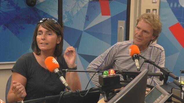 Catherine Laprise et Pierre Lavoie en studio.