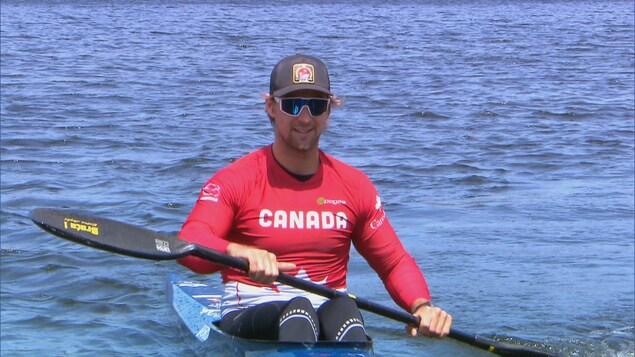 Le kayakiste Pierre-Luc Poulin à l'entraînement sur le lac Beauport le 19 mai 2020