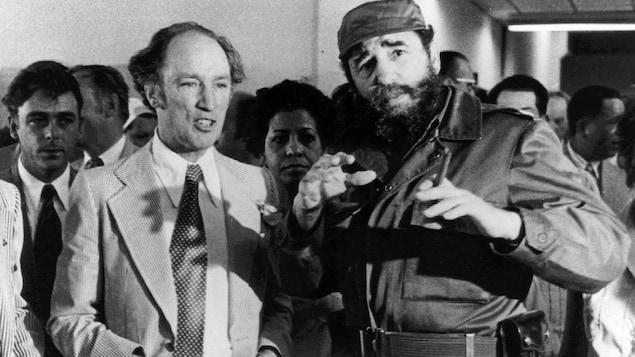 Pierre Elliott Trudeau en compagnie de Fidel Castro le 27 janvier 1976 à la Havane.