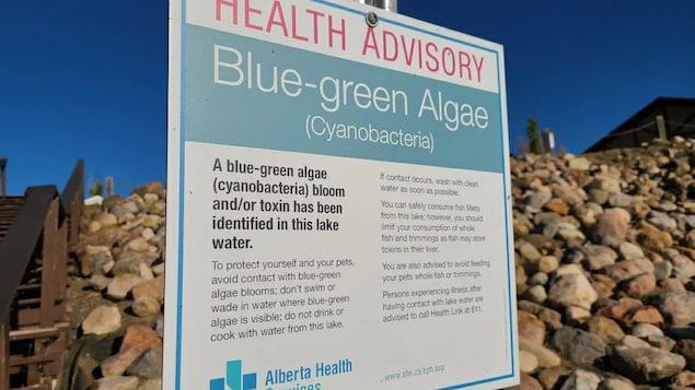 Pancarte affichant un avis de santé publique.