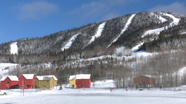 Chalets au bas de pentes de ski