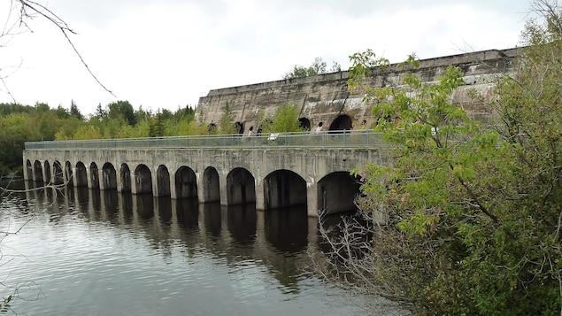 Le barrage de Pinawa, une communauté située à 110 kilomètre au nord-est de Winnipeg.