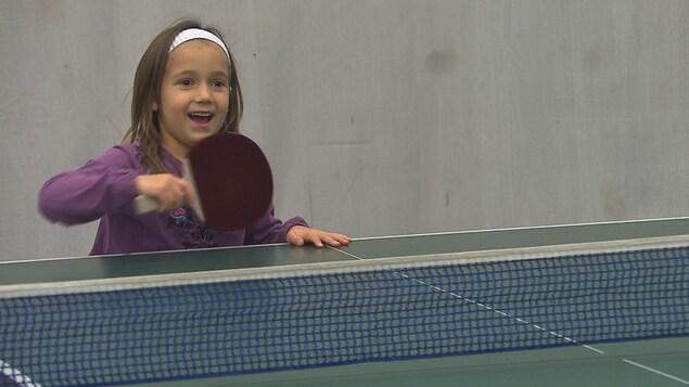 Le tennis de table gagne les jeunes enfants en Mauricie.