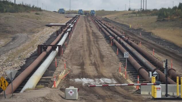 Des oléoducs sur le site de la mine Fort Hills, de Suncor Energy, en Alberta.
