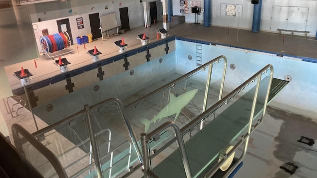 La piscine vide du Cégep de Jonquière.