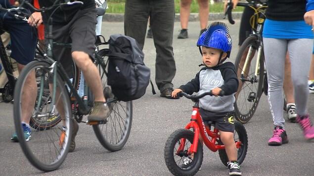 Un jeune cycliste à Sept-Îles