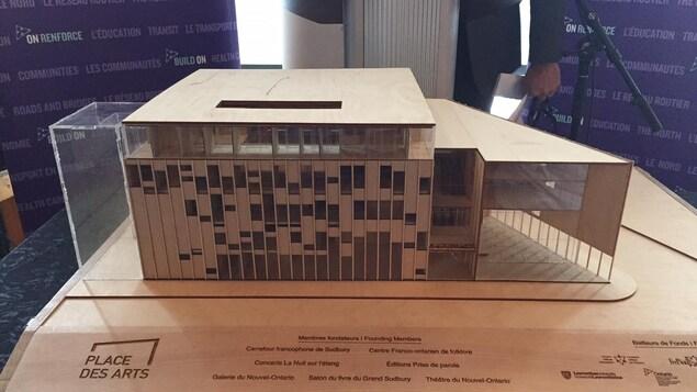 La maquette de la nouvelle Place des arts dans le Grand Sudbury vue de face