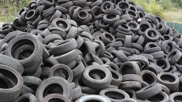 Pile de pneus.