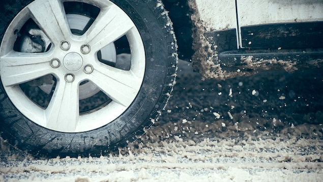 Les pneus d'hiver sont l'option la plus sécuritaire pour circuler lorsque la température descend en deçà de 7 degrés Celsius.