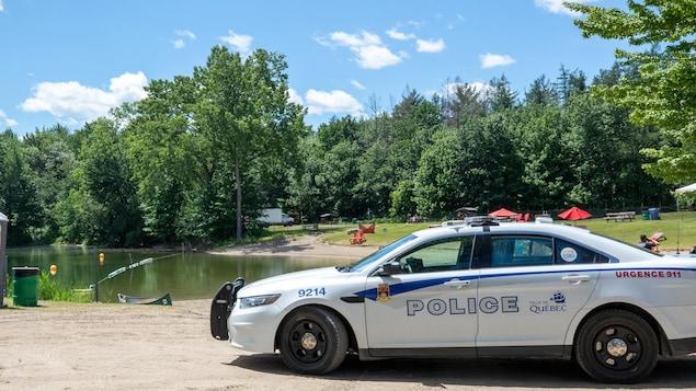 Une voiture de la police de Québec sur la base de plein air de Sainte-Foy.