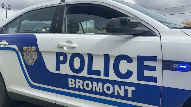 Une voiture du Service de police de Bromont.