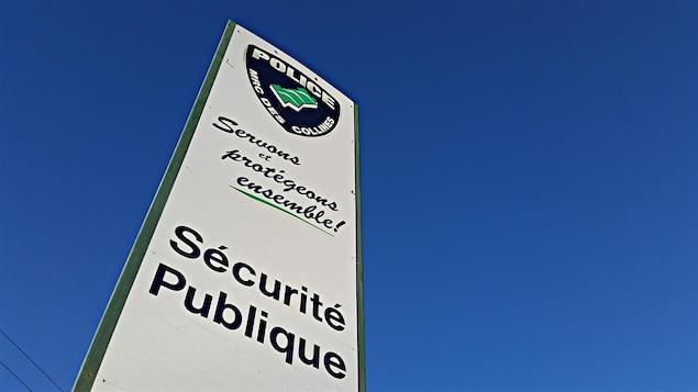 Affiche de la police de la MRC des Collines-de-l'Outaouais. (déc 2015)