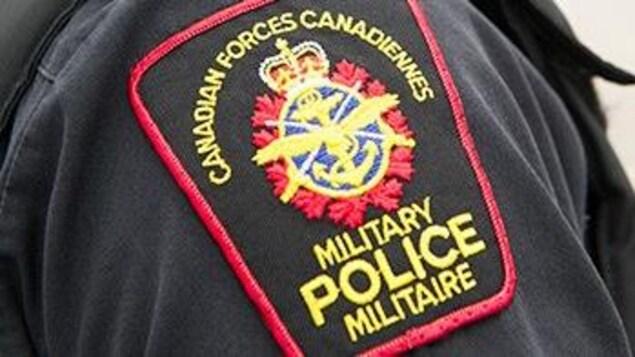 L'écusson de la police militaire canadienne.