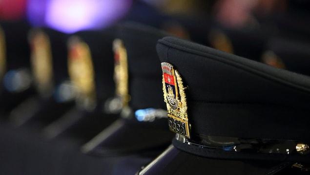 Képis de policier.