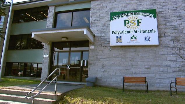La façade de la polyvalente Saint-François