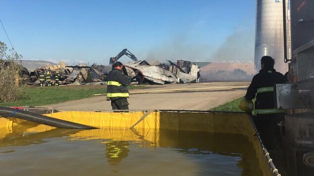 Les pompiers ont été alertés alors que l'incendie faisait déjà des ravages