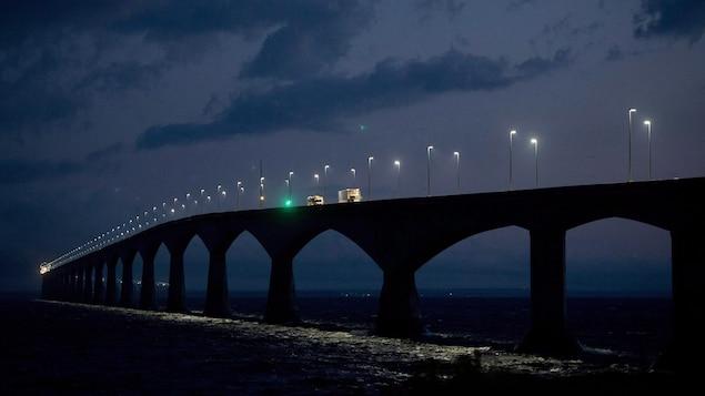 La circulation le soir sur le pont de la Confédération le 14 août 2013.