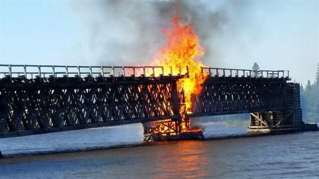 Un incendie a détruit une partie des ruines du pont de Grassy Narrow, situé dans la municipalité de Moffet au Témiscamingue