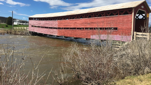 Le pont Heppell à Causapscal, sur la rivière Matapédia