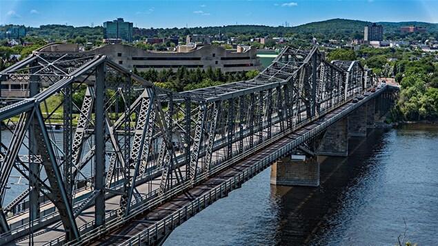 Le pont Alexandra, entre Ottawa et Gatineau.