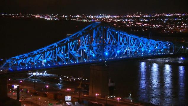 Le pont Jacques-Cartier brille de tous ses feux