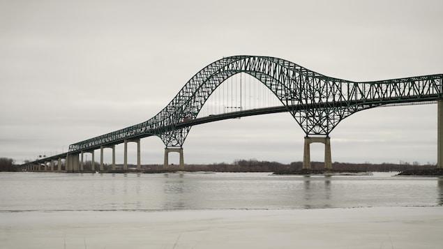 Le pont Laviolette, reliant les villes de Trois-Rivières et de Bécancour.