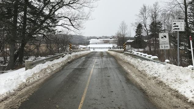 Le pont MacDonald en hiver.
