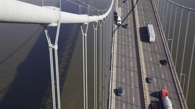 Le pont Pierre-Laporte.