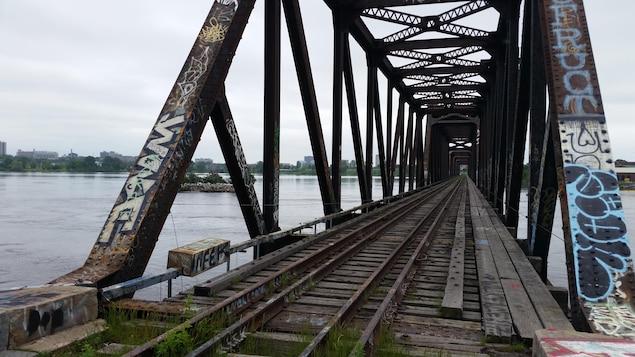 Le pont Prince-de-Galles qui relie Ottawa à Gatineau