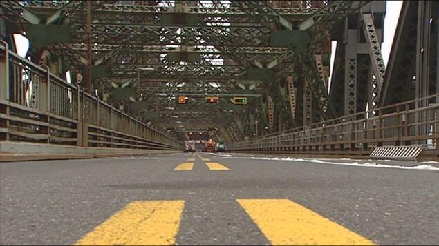 La voie carrossable du pont du Québec est arrivée à sa fin de vie utile