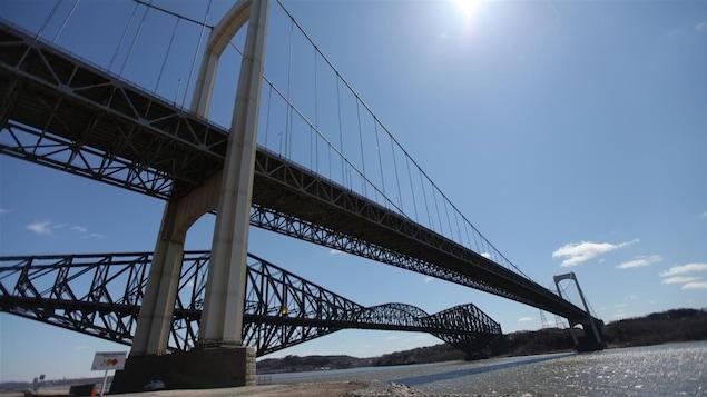 Le pont de Québec et le pont Pierre-Laporte