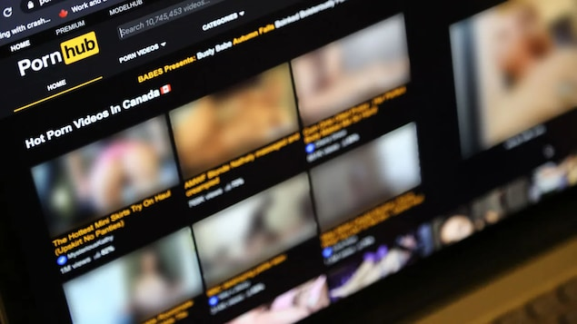 Une capture d'écran floue du site Pornhub.