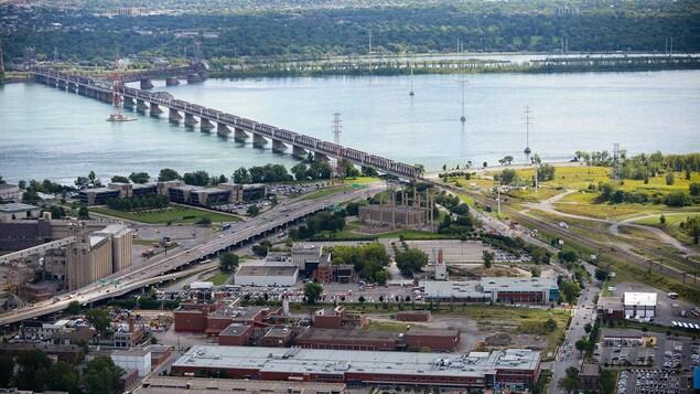 Une vue aérienne de Pointe-Saint-Charles.