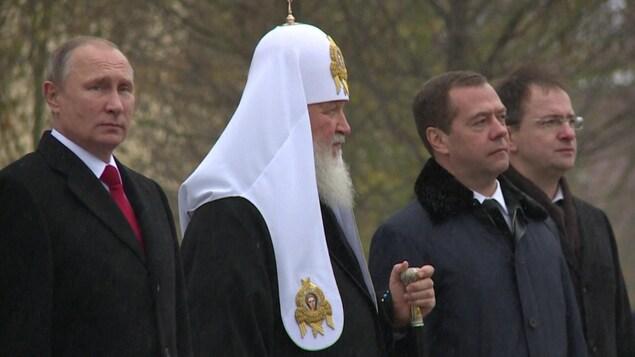 Vladimir Poutine et le patriarche côte à côte