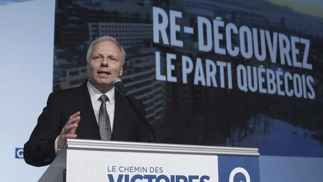 Le chef du Parti québécois, Jean-François Lisée, s'adresse à la foule, lors du congrès du 14 janvier 2017.